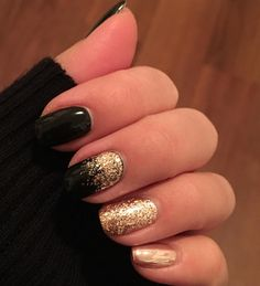 17 What No One Tells You About Black Acrylic Nails Almond Design nail art 91 - Nail Art Black Acrylic Nails, Almond Acrylic Nails, Dark Nails, Almond Nails, Matte Nails, Holiday Nails, Christmas Nails, Holiday Mood, Holiday Ideas