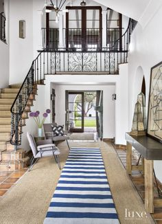 http://credito.digimkts.com buenos asuntos de crédito (844) 897-3018 Spanish Colonial Neutral Entry with Purple Chairs