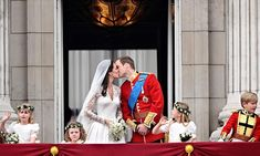 Following a tradition started by William's parents, the royal couple delighted fans by kissing on the balcony.<br>  Photo: Getty Images