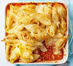 No need to choose between tangy tomato or creamy cheese sauce – this easy bake, with turkey mince and mascarpone, has the best of both Turkey Pasta, Baked Pasta Recipes, Mince Recipes, Mince Meals, Savoury Recipes, Bbc Good Food Recipes, Cooking Recipes, Meal Recipes, Italia