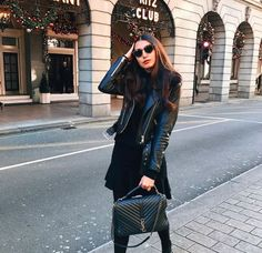 Ysl college bag Saint Laurent College Bag, Yves Saint Laurent Bags, Fall College Outfits, College Bags, Look Fashion, Fashion Bags, Autumn Fashion, Ysl College Bag Medium, Ysl Handbags