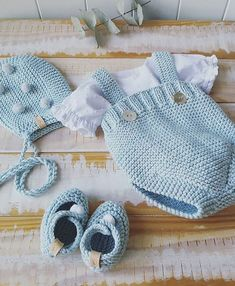 Moda Infantil Made In Spain (Modainfant - Diy Crafts Crochet Baby Pants, Knitted Baby Clothes, Baby Blanket Crochet, Boy Diy Crafts, Diy Crafts Knitting, Baby Girl Patterns, Baby Knitting Patterns, Newborn Outfits, Baby Boy Outfits