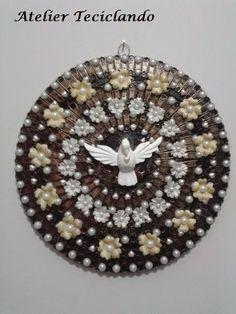 Teciclando Artes em Tecidos: Mandala com Divino Espirito Santo