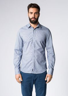 Dieses moderne Langarm-Hemd von Marc O'Polo bringt Schwung in unauffällige Business Outfits. Mit seinem frischen Minimal-Print sorgt es für Abwechslung, ist aber dank Elementen wie dem gespreiztem Kent-Kragen und der abgerundeten Manschette sehr klassisch. Aus 100% Baumwolle....