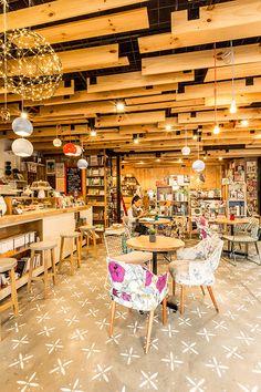 Home Decoration Ideas Images Referral: 6187744154 Best Interior Design Websites, Coffee Shop Interior Design, Cafe Design, Bookstore Design, Cafe Bookstore, Library Cafe, Book Cafe, Coffee And Books, Cafe Bar
