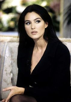 Malena Monica Bellucci, Monica Bellucci Young, Monica Belluci, Sicilian Women, Italian Women Style, Italian Beauty, Hollywood Fashion, Hollywood Actresses, 90s Fashion