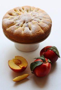 Con questa estate che stenta a decollare consoliamoci con questa torta sofficissima alla frutta: approfittando delle temperature non prop...
