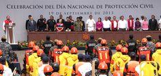 En Veracruz existe una mejor preparación para enfrentar el embate de los fenómenos meteorológicos, añadió el mandatario al encabezar la celebración del Día Nacional de la Protección Civil.