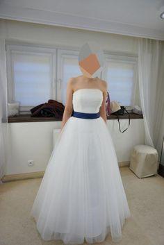 Sprzedam przepiękną suknię ślubną Elizabeth Passion! Cena do negocjacji! http://allegro.pl/suknia-slubna-elizabeth-passion-dodatki-i3506786917.html