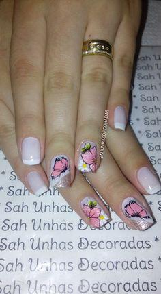 Uma das unhas que também fazem sucesso como as francesinhas, são as unhas espanholas. O método de fazer unhas espanholas é o mesmo que o da unha francesinha, clássica entre as mulheres e a decoração de unhas, exceto que a ponta das unhas é desenhada diagonalmente. Você pode escolher como usá-la. Pode ser como base… Diva Nails, Spring Nails, Pedicure, Hair And Nails, Finger, Nail Designs, Nail Art, Makeup, How To Make