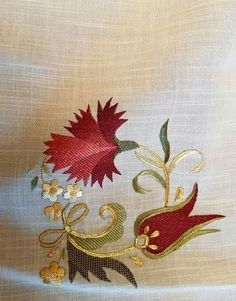 This post was discovered by Je Jacobean Embroidery, Gold Embroidery, Hand Embroidery Designs, Embroidery Stitches, Embroidery Patterns, Dress Design Sketches, Brazilian Embroidery, Motif Floral, Embroidered Flowers