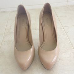 Used but in good condition pump. A tan/beige pump with a 4 1/2 inch heels with at least 1/2 inch platform. ALDO Shoes