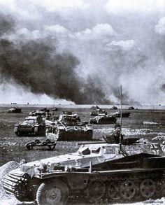 PzKpfw II_RUSSIE_Véhicule de commandement SdKfz 253 & unité blindée composée de PzKpfw II et III et un support d'infanterie dans leur SdKfz 251