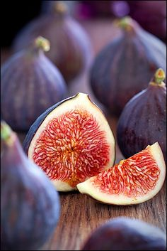 I hope one day my fig tree will grow up to produce beautiful figs that look like these :-}