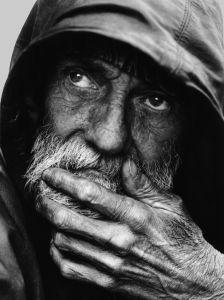 A portrait of a homeless man Leroy Skalstad (Milwaukee, WI (via Photo Contest Finalist - A portrait of a homeless man Black And White Portraits, Black White Photos, Black And White Photography, Homeless People, Homeless Man, Robert Mapplethorpe, Old Faces, Bible Love, Richard Avedon