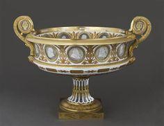 Manufacture royale de Sevres, Vase cratere, porcelaine dure, medaillons en…
