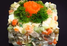 """""""Olivier"""" salad is a healthy alternative to """"Boeuf"""" salad that is made with mayonnaise. Recipe in romanian Kefir, Olivier Salad, Menu, Spice Blends, Food Festival, Healthy Alternatives, Broccoli, Healthy Life, Sushi"""
