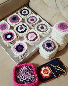 Sabrın sonu selamet çok şükür ipleri geçirme zamanı#handmade #crochet #crochetblanket #örgü #örgübattaniye #dizbattaniyesi #bebekbattaniyesi #knitting #craft #tasarım #yarn #yarnlove #granny #instalike #instamood #instagood #instacrochet #like4like #tagsforlikes #vscocam#mutluakşamlar #goodevening by orgu_sepeti