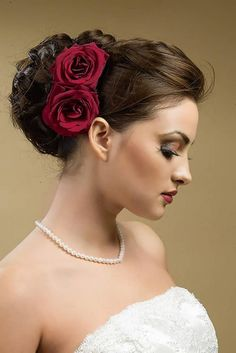 Beautiful Wedding Updo Bun Hairstyles with Rose Flower for Long Hair in Dark Brown Color in Side View Curly Wedding Hair, Wedding Hair And Makeup, Wedding Updo, Bridal Makeup, Wedding Bouquets, Hair Makeup, Wedding Dresses, Bridal Bun, Bridal Hairdo