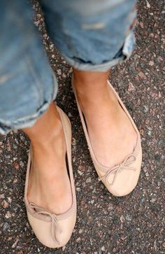 For the perfect feet I get in my next life: Topshop Ballet Pumps - comfiest flats ever Look Fashion, Fashion Shoes, Fashion Accessories, Mode Shoes, Zapatos Shoes, Look Boho, Inspiration Mode, Ballerina Flats, Ballet Flats Outfit