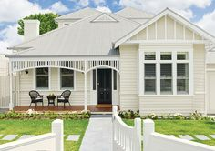 Appear this vital picture as well as visit today critical information on Exterior House Remodel Cottage Exterior, House Paint Exterior, Exterior House Colors, Exterior Design, Up House, House Front, Weatherboard House, Queenslander, Front Verandah
