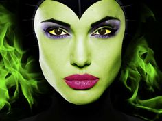 Angelina Jolie in Disney's Maleficent Great face make-up for Halloween. Maleficent Makeup, Angelina Jolie Maleficent, Maleficent 2014, Maleficent Movie, Malificent, Maleficent Halloween, Maleficent Cosplay, Disney Halloween, Artistic Make Up