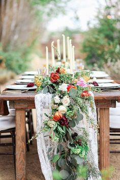 Stunning 30+ Special Flower Table Runner For Your Wedding https://weddmagz.com/30-special-flower-table-runner-for-your-wedding/