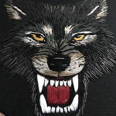 Een persoonlijke favoriet uit mijn Etsy shop https://www.etsy.com/nl/listing/555671035/embroidery-hoop-wolf