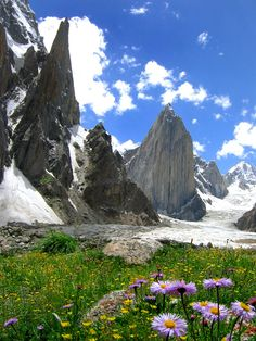 "visitheworld: ""Nature with a difference, Karakorum Mountains, Pakistan (by Savera). Pakistan Reisen, Pakistan Travel, Image Nature, All Nature, Amazing Nature, Places To See, Places To Travel, Travel Destinations, Beautiful World"
