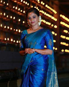 Beauty Pictures: Wedding saree and Bride Kerala Engagement Dress, Engagement Saree, Engagement Dresses, Engagement Photos, Kerala Saree Blouse Designs, Silk Saree Blouse Designs, Silk Sarees, Indian Sarees, Elegant Saree
