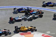 Start crash with Marcus Ericsson, Sauber C35, Rio Haryanto, Manor Racing MRT05, Esteban Gutierrez, Haas F1 Team VF-16 and Nico Hulkenberg, Sahara Force India F1 VJM09