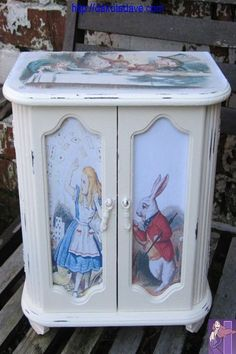 Shabby Chic Jewelry Box - Alice in Wonderland - Upcycled by TheSecretCabinet on . - Shabby Chic Jewelry Box – Alice in Wonderland – Upcycled by TheSecretCabinet on … - Decoupage Furniture, Hand Painted Furniture, Paint Furniture, Shabby Chic Furniture, Furniture Makeover, Repurposed Furniture, Country Furniture, Furniture Ideas, Shabby Chic Schmuck