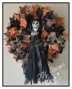 Spooky skeleton wreath on Deco Www.facebook.com/ddldesigns.com DDL Designs