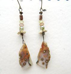 Des boucles d'oreille avec cabochon jaspe océan par annemarietollet