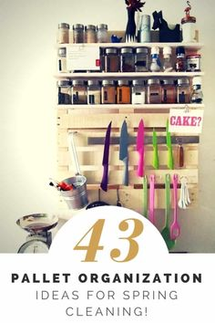 Shelves Pallet Spring Cleaning: 43 Pallet Organization Ideas For You! - Here are over 40 Pallet Organization Ideas for you - because summer is just around the corner, and its time again for Spring Cleaning! Lets get Organizing! Pallet Furniture Designs, Wood Pallet Furniture, Furniture Projects, Recycled Furniture, Furniture Showroom, Furniture Plans, Kitchen Furniture, Diy Furniture, Pallet Crafts
