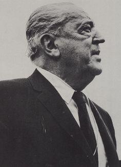 #GpgConstructora  #GpgStudio   #LudwigMiesVanDerRohe fue un arquitecto y diseñador industrial. Dirigió la escuela Bauhaus entre 1930 y 1933  Premios: Medalla Presidencial de la Libertad, Medalla de Oro del RIBA, Medalla de Oro del AIA