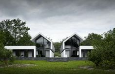 George Nijland has released a great new set of renders for Maas Architects. Project Zwolle creates an impressive and moody overcast atmosphere with extensive Use of Forest Pack in combination with some very effective displaced terrain. Roof Architecture, Modern Architecture House, Residential Architecture, House Painting Cost, Modern Barn House, Duplex Design, Modern Villa Design, Architectural Design House Plans, House Paint Interior