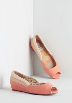 Three Tones a Lady Wedge in Peach. Lend ladylike charm to any look with these colorblocked wedges from Bettie Page. Wedge Shoes, Shoes Heels, Shoe Wedges, Indie Outfits, Cute Outfits, Vintage Heels, Retro Vintage, Modcloth Wedding, Bridesmaid Shoes