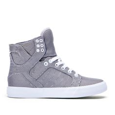 Chad Muska's iconic and highly imitated signature high top is constructed atop a vulcanized sole. Padded lining in the collar and tongue provide comfort and support.