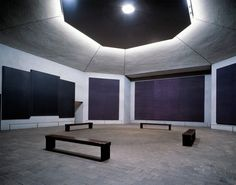 """""""Con la unión de #Rothko y la secularización en el #Arte, llego a espacios donde la razón debe desvanecerse para perder el sentido de las propias palabras y comenzar a percibir las sensaciones que indujeron a este artista a aceptar la realización de una capilla secular""""."""