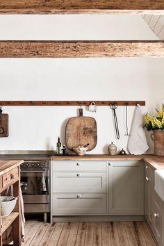 Cheap Home Decor .Cheap Home Decor Rustic Kitchen Design, Shaker Kitchen, Scandinavian Home, Interior Design Tips, Kitchen Interior, Home Depot Kitchen, Kitchen Furniture, Kitchen Styling, Cheap Home Decor