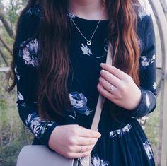Spring details #hvisk #hviskseminkjole #hviskstylist #fashion #outfit #inspiration #dress #details #flowers #ring #silver #johanneappel #jewellery #jewelry #longhair #brownhair