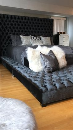 Room Ideas Bedroom, Bedroom Sets, Home Decor Bedroom, First Apartment Decorating, Stylish Bedroom, Dream Rooms, Luxurious Bedrooms, House Rooms, Future