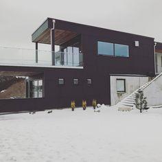 Heldigvis er snøen borte nå.. Gleder oss til sol, sommer og hagearbeid ☀️#vårthus #funkishus #urbanhus #vårdrøm http://www.butimag.com/urbanhus/post/1467433227119436075_617381297/?code=BRdXr7KDyEr