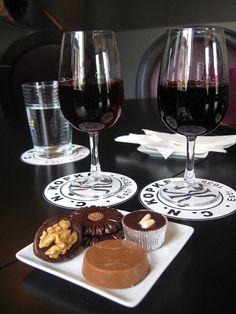 Kopke offers chocolates with the port tastings! White Wine, Red Wine, Wine Vineyards, Port Wine, Wine Lover, Wine And Beer, Chocolate Truffles, Wine Tasting, Chocolates