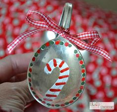 Christmas Crafts - Vintage Spoon Ornaments - Lilacs and Longhorns Vintage Christmas Crafts, Painted Christmas Ornaments, Holiday Crafts, Christmas Diy, Christmas Store, Xmas, Wooden Spoon Crafts, Wooden Spoons, Spoon Ornaments