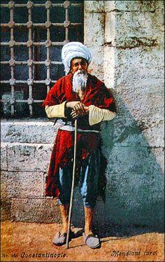 OĞUZ TOPOĞLU : eski istanbul kartpostalları cami önünde bir dilen...