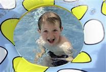 Sommerevents im Freibad  Bädertour und Bücherpflücken für große und kleine Badegäste Outdoor Decor, Bathing