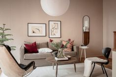 This home is entirely painted in tints of red, nude pink, warm beige and terracotta and it works so nicely and adds a lot of warmth to this interior. Living Room Red, Home And Living, Living Room Decor, Neutral Bedroom Decor, Bedroom Wall Colors, Nude Pink, Murs Beiges, Home Bedroom, Colorful Interiors