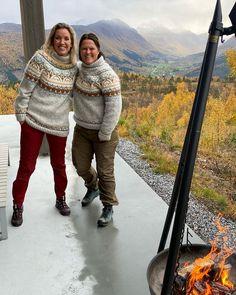 Mamma har strikka genser til oss😁🍂🤍 @mariellefurnes @lisbethmaritaakvik #villmarksgenseren Knitting, Crochet, Winter, Crafts, Instagram, Fashion, Winter Time, Moda, Manualidades